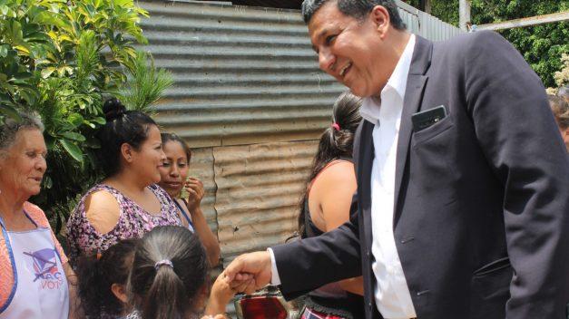 Abanderado presidencial Galdámez en gira proselitista por municipios marginados