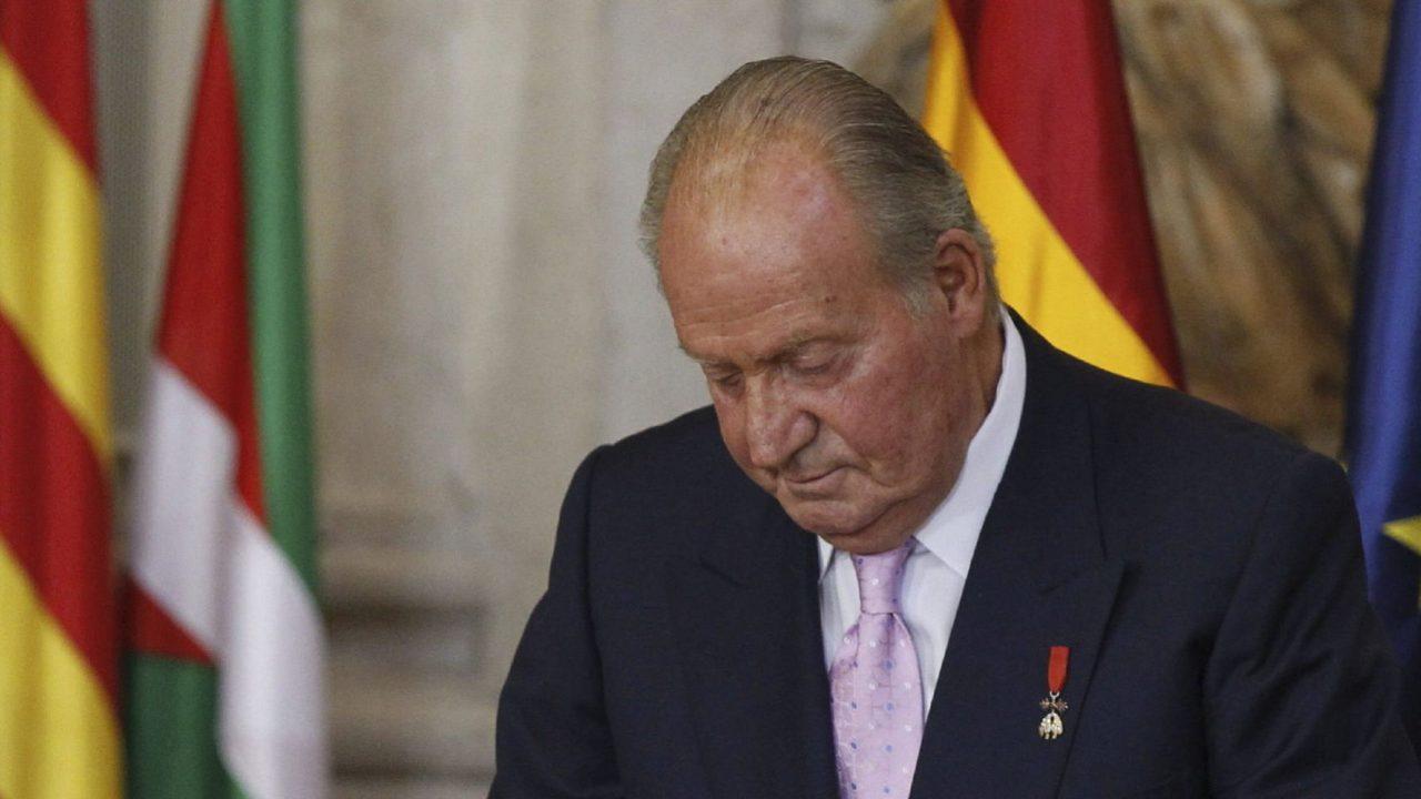 """Por la """"puerta de atrás"""" se fue el rey Juan Carlos de España"""