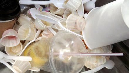 Francia eliminará los objetos plásticos de uso único a partir del 2020