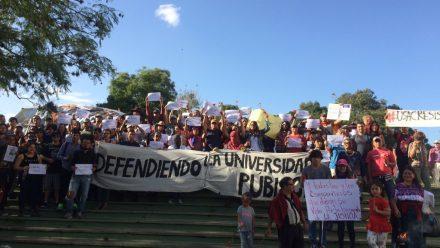 Estudiantes liberan las instalaciones de la USAC