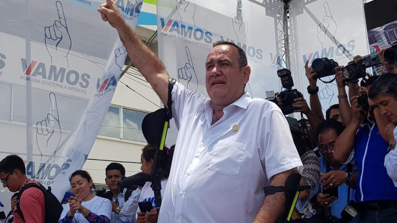 Giammattei, asiduo en elecciones, coronaría con presidencia dilatada carrera política