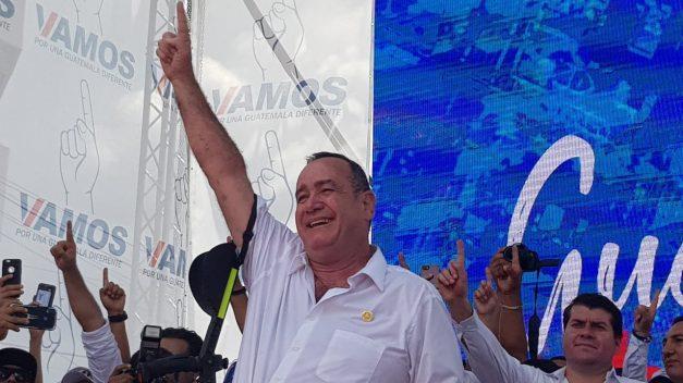 """Llama Giammattei a los guatemaltecos a """"no volver al pasado"""" y rechazar la """"vieja política"""" representada por Sandra Torres"""