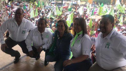 Sandra Torres promete planes sociales para madres, personas de la tercera edad y ex patrulleros en su visita a Cobán