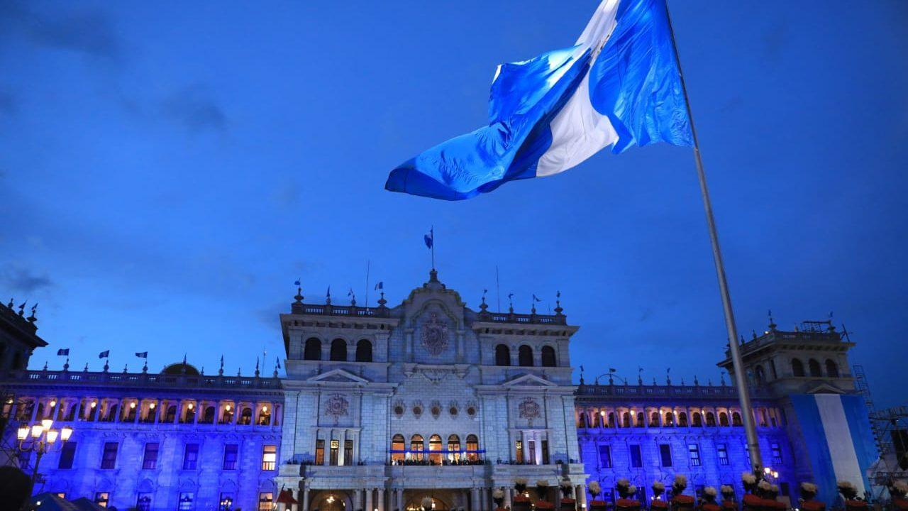 Presidente llama a los guatemaltecos a la unidad y a vivir en paz en acto por el Día de la Patria