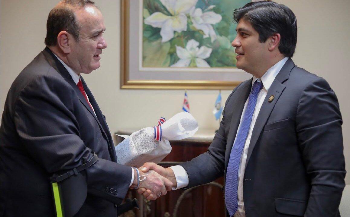 Presidente de Costa Rica y Alejandro Giammattei acuerdan trabajo conjunto por integración CA