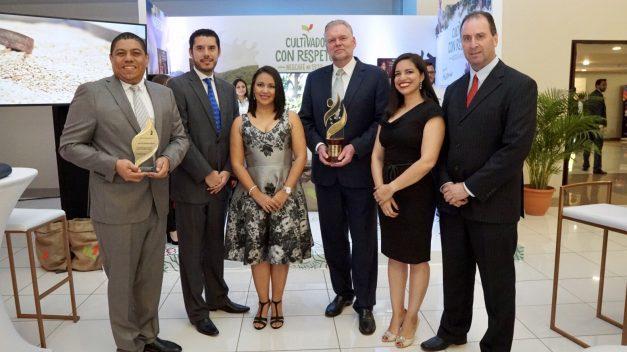 Gobierno hondureño reconoce obra social de Nestlé sobre sostenibilidad de caficultura