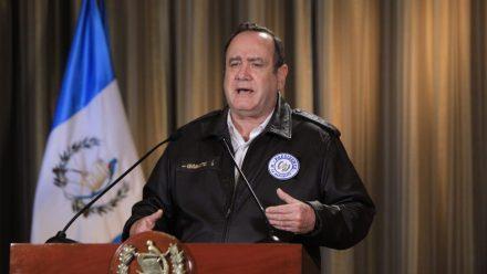 Giammattei dice que guatemaltecos deben poner de su parte para contener COVID-19