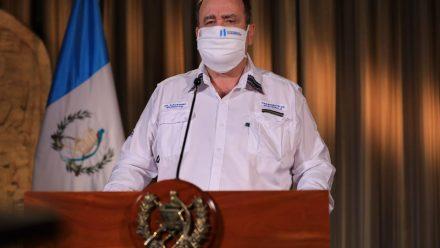 Casos de COVID-19 suben a 180, informa presidente Giammattei