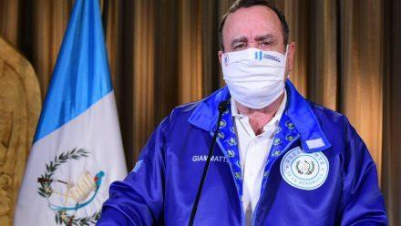 Descarta presidente Giammattei levantar en breve duras medidas por COVID-19