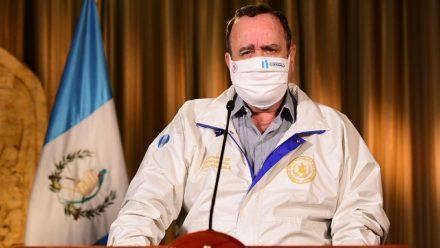 Aprender a vivir con coronavirus: presidente Giammattei