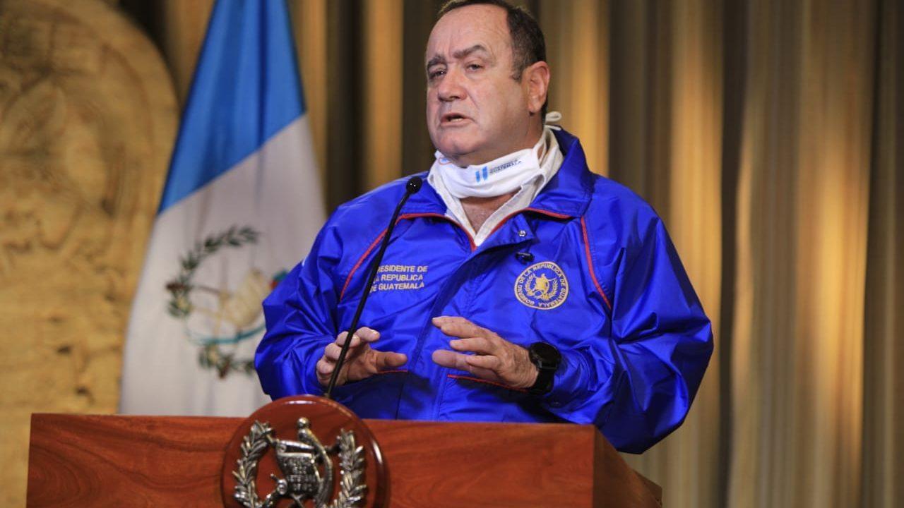 Presidente Giammattei llama a evitar debacle del país por crisis sanitaria