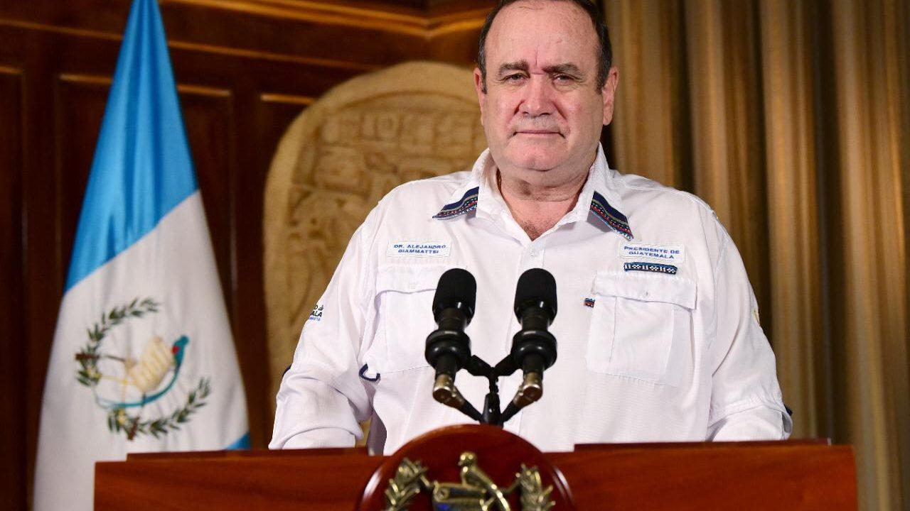 Giammattei felicita a trabajadores en su día y anuncia total de 644 casos coronavirus