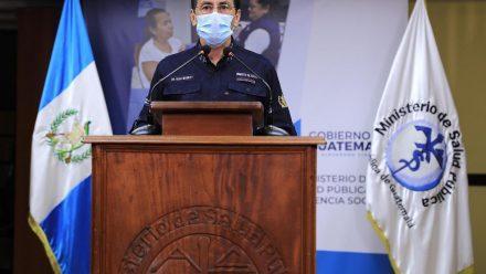 Casos de COVID-19 llegan a 900, mientras que Giammattei desmiente rumores de contagio