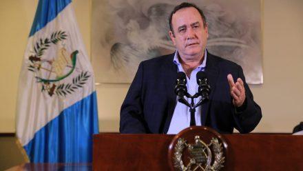 """Presidente Giammattei """"cierra"""" el país ante proliferación de COVID-19"""