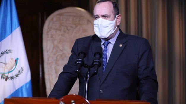 Giammattei llama a la unidad y denuncia ataques contra su estrategia de combate a COVID-19