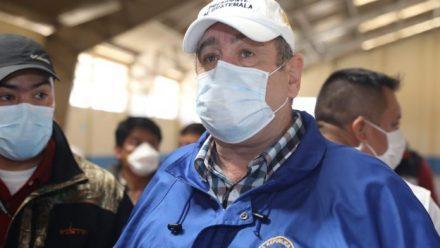 Presidente Giammattei lamenta deceso de médico personal