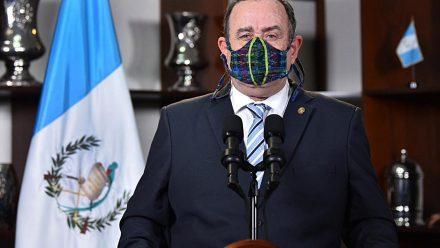 """Presidente Giammattei anuncia sistema de alerta para retomar actividades bajo """"nueva normalidad"""""""