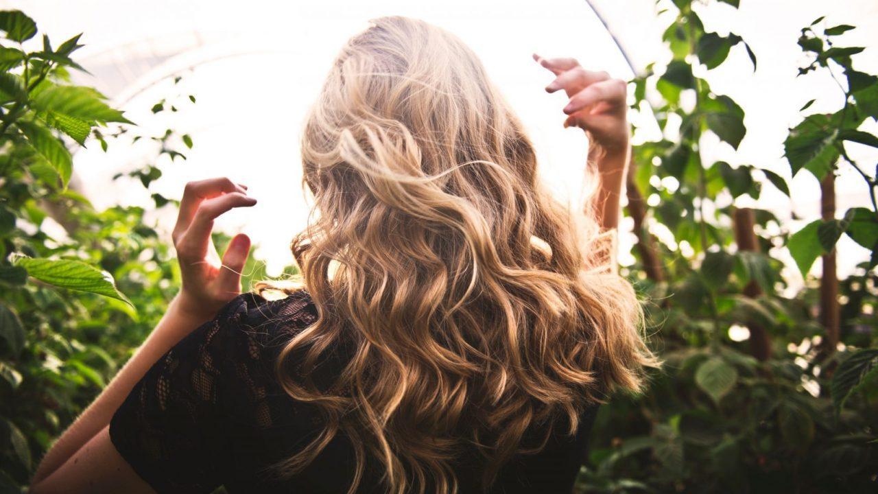 Permanecer en casa y extremar medidas higiene personal, como cuidado del cabello