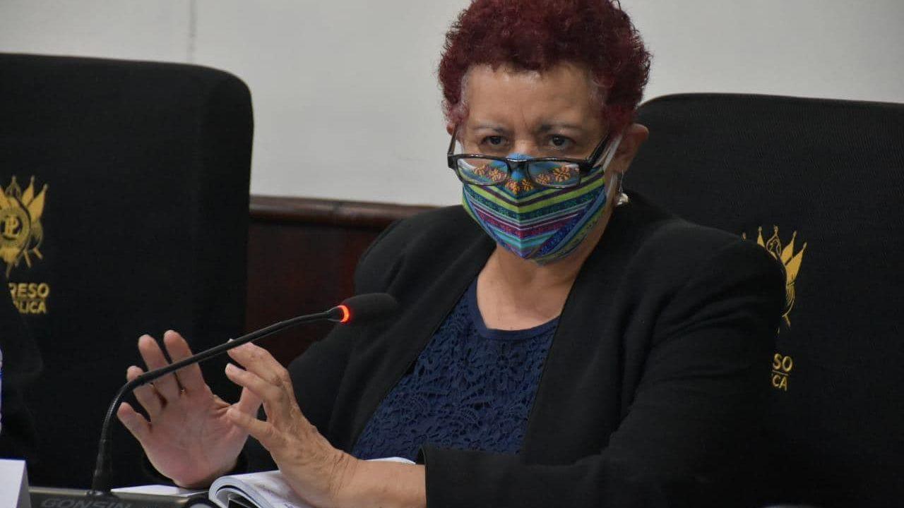 Ministra Salud admite que se estudia, en plena pandemia, salida de misión humanitaria médicos cubanos