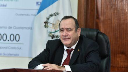 Manifiestan contra gobierno por deficiente manejo crisis de Covid-19