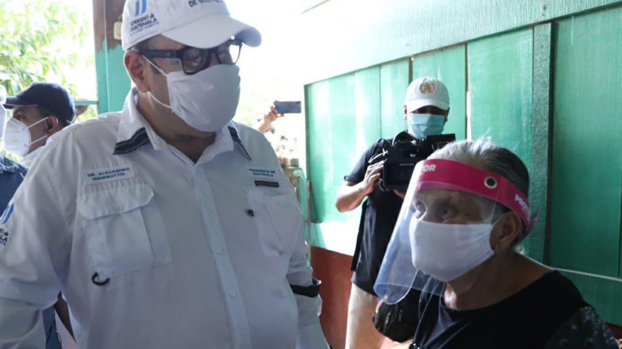 Giammattei insiste en responsabilidad de ciudadanos de protegerse pandemia
