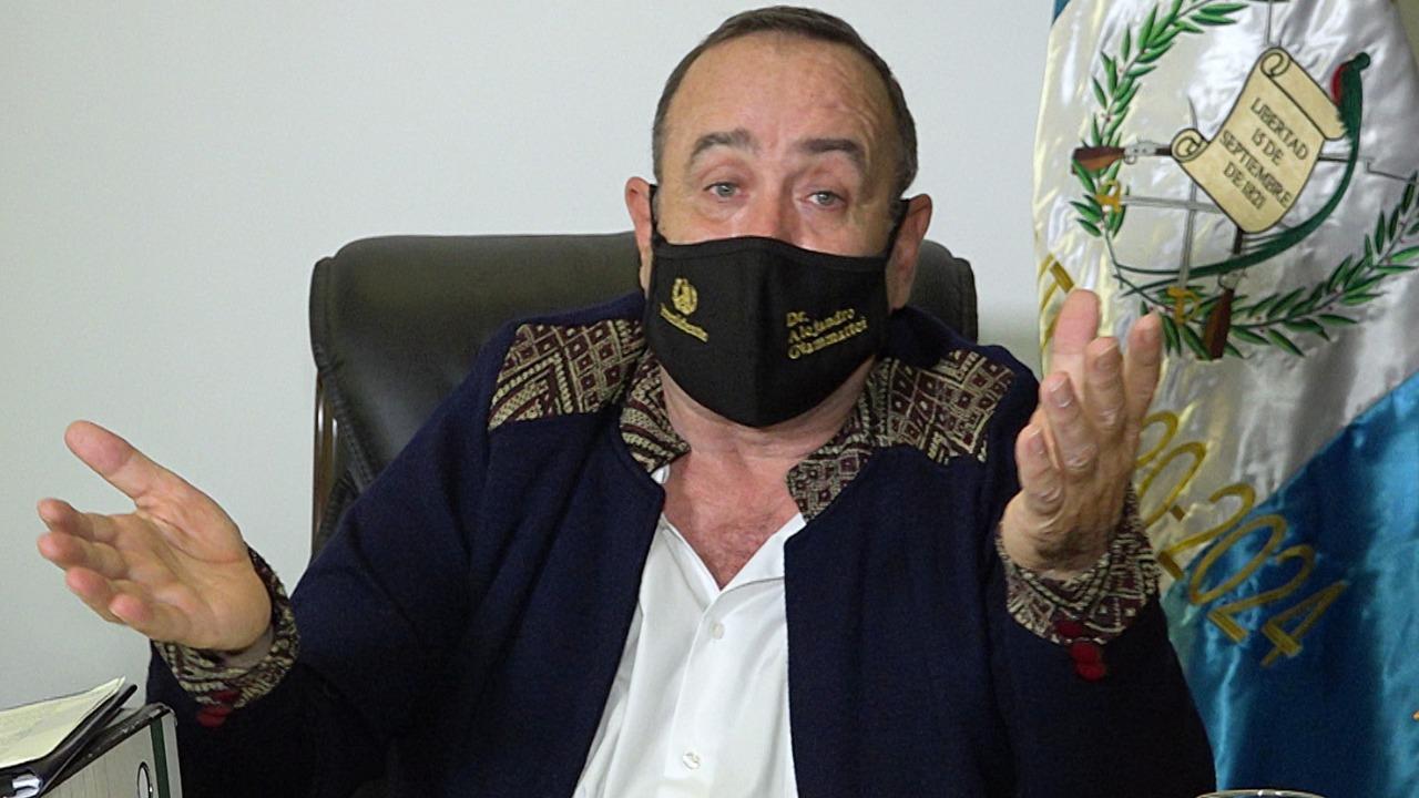 Giammattei, contagiado de Covid-19, que ha dejado más de tres mil muertos en Guatemala