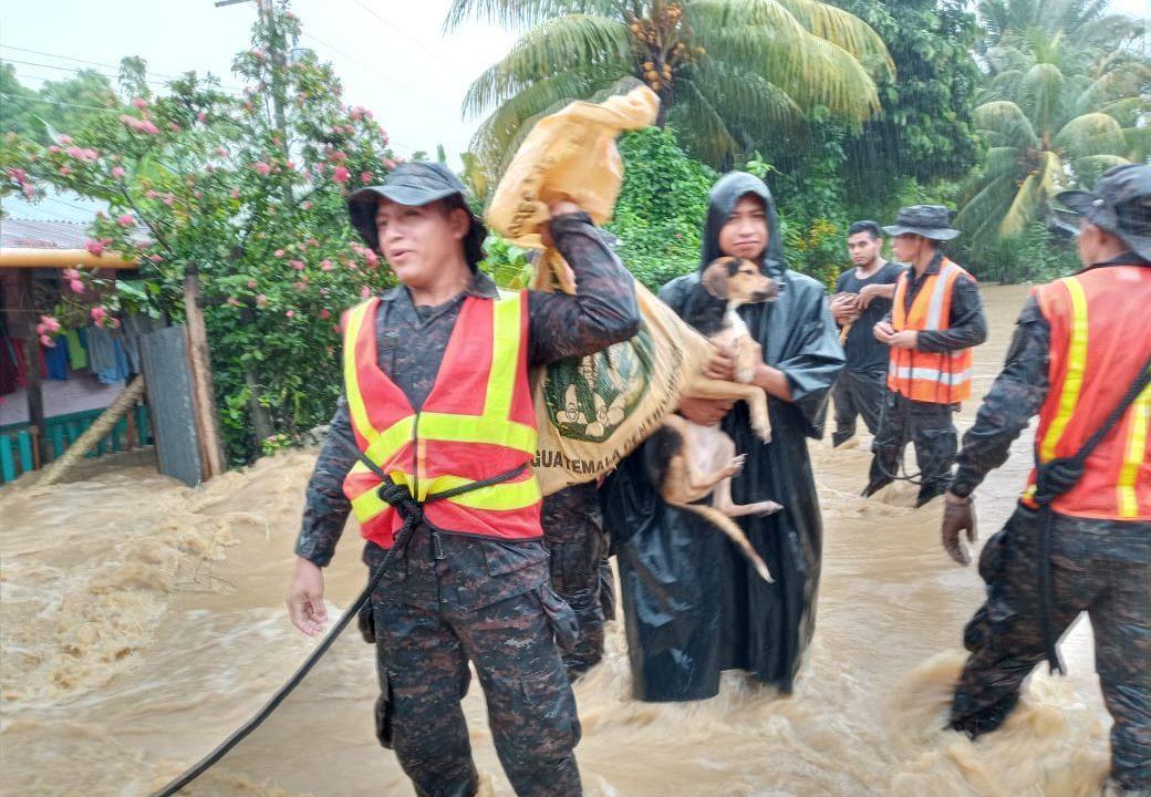 Giammattei informa que subió a 50 número de muertos por Depresión Tropical ETA