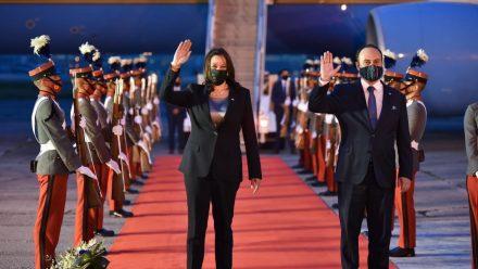 Llega vicepresidenta de Estados Unidos para reunirse con presidente Giammattei